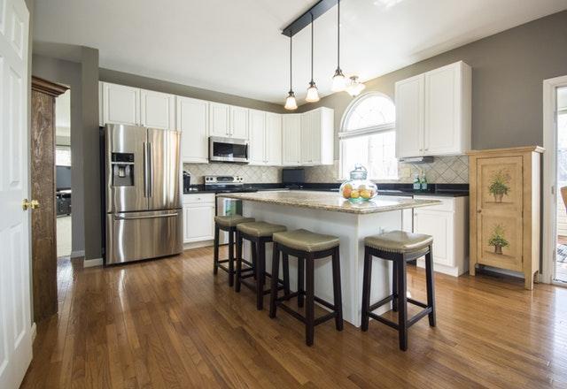 Kuchnia otwarta na salon – czy to dobre rozwiązanie?